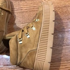 Camel Colored Shoes Sneakers 7.5 Women